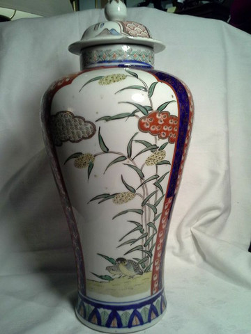 19th century Japanese Imari vase/ urn with lid